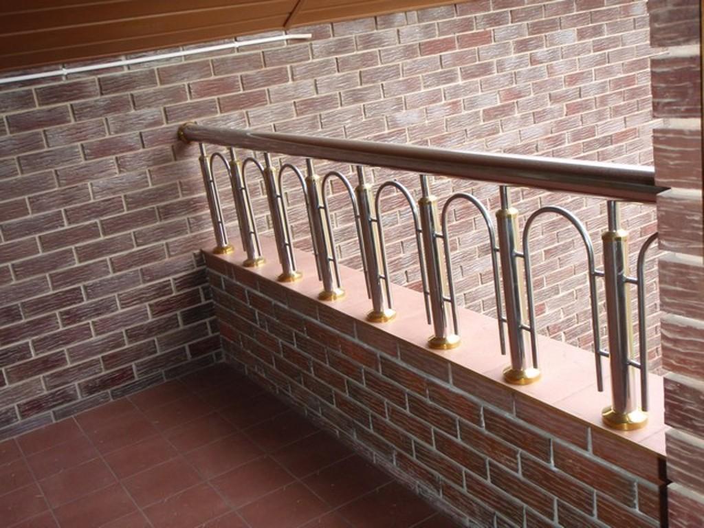 Ограждения балконов, лестниц, крыш, низкие цены.