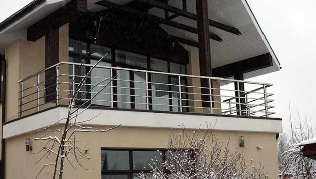 Ограждения балкона купить в минске из нержавеющей стали.